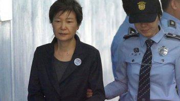 La expresidenta de Corea del Sur, condenada a 25 años de prisión por corrupción