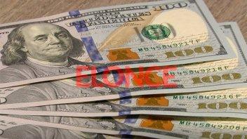 Fuerte suba del dólar tras la renuncia de Caputo