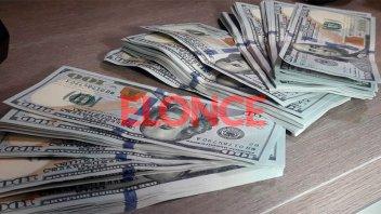 El dólar cerró casi estable con la intervención del Banco Central