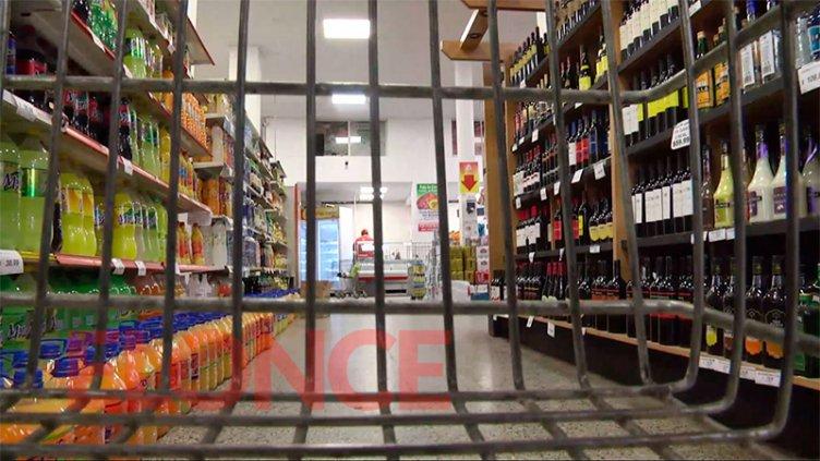 Suspenden en Paraná la habilitación de supermercados por 90 días