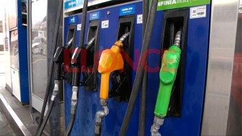 Por los elevados precios, se resigna calidad y se huye de combustibles Premium