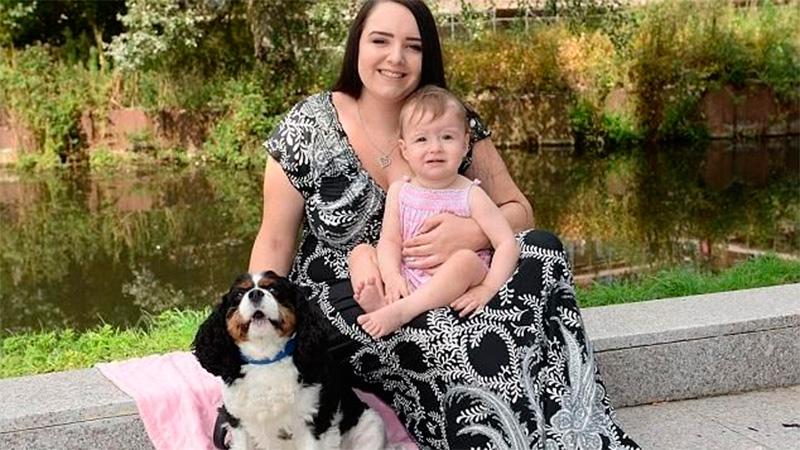 Perrito salva a bebé de ahogarse en su vómito