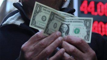 El dólar sube después de tres ruedas consecutivas en baja