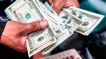 El dólar bajó hasta $46 debido a un crecimiento en la oferta en el mercado