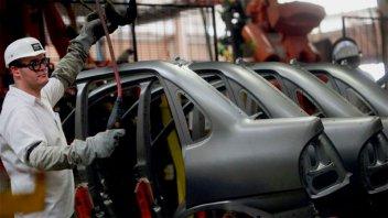 Menores ventas a las esperadas en Brasil obligan a GM a suspender personal
