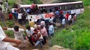 Tragedia en India: al menos 45 budistas murieron cuando iban camino al templo