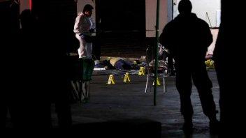 Vestidos de mariachis asesinan a 3 personas en popular plaza de Ciudad de México