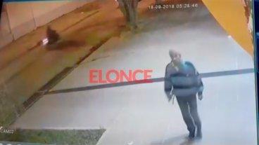 Identifican al joven que quedó filmado cuando robó una cámara de seguridad