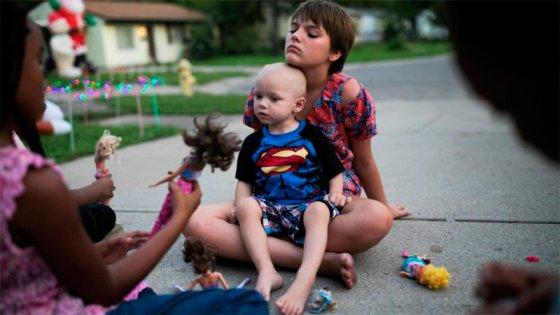 Un pueblo adelantó la Navidad para un niño con cáncer terminal