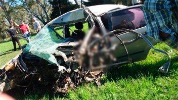 Fotos: Un hombre murió en impresionante choque entre camión y auto en Ruta 131