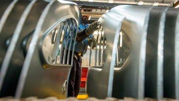 Fiat y Renault paran una semana la producción y suspenden a 4.100 empleados