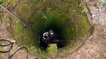 Bomberos rescataron un potrillo que había caído en un pozo