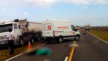 Una mujer y sus hijitas murieron al salir despedidas de un auto tras un choque