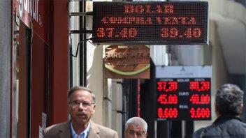 El dólar vuelve a subir, a la espera del acuerdo con el FMI