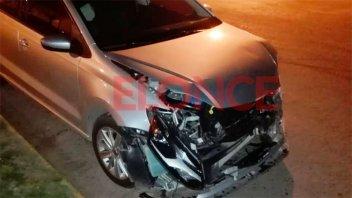 Un auto fue chocado por camioneta: indignación del conductor del vehículo dañado