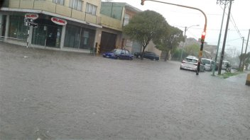 Intenso temporal con granizo azotó Mar del Plata y continúa el alerta
