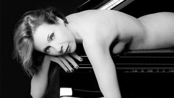 A los 53 años, posó totalmente desnuda, la criticaron y salió a contestar