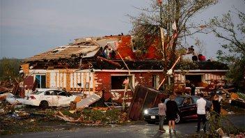 Feroz tornado causó gravísimos daños en la zona de la capital de Canadá