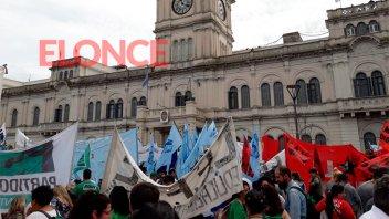 La Multisectorial protestó en Casa de Gobierno en el marco del paro nacional
