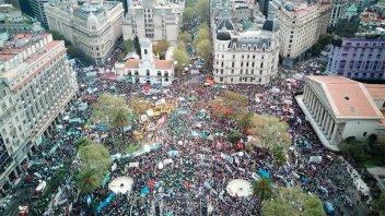 Masiva movilización de organizaciones políticas, sociales y sindicales