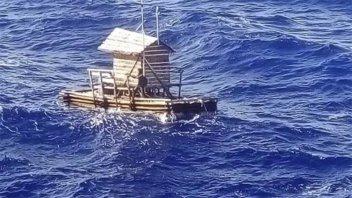 Rescataron a joven que estuvo 49 días a la deriva en el Océano Pacífico