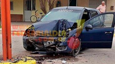 Una mujer perdió la vida al impactar su auto contra una columna
