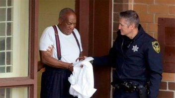 La primera noche en prisión del comediante Bill Cosby en EE.UU