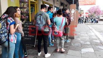 Paraná - Santa Fe: usuarios rechazan la propuesta de viajar parados