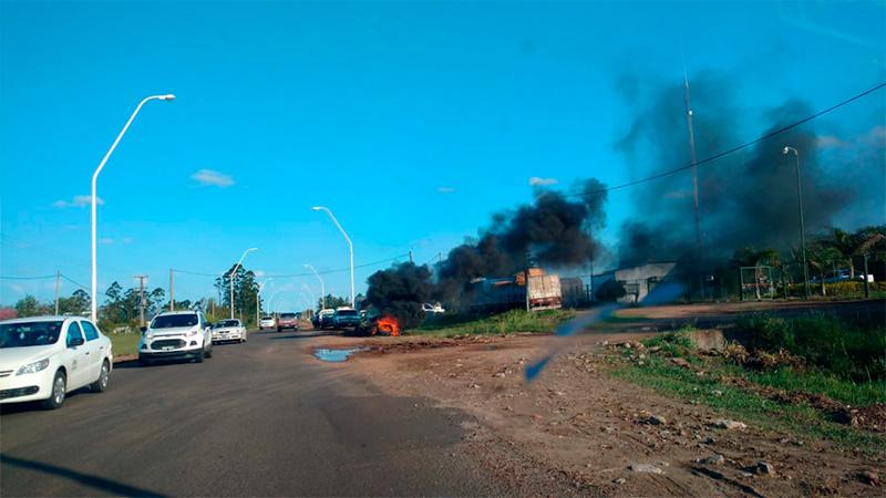 Camioneros protestan por el despido de cuatro trabajadores