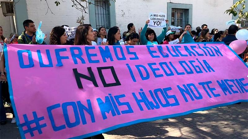 Una movilización de grupos contra la educación sexual integral en Tucumán.