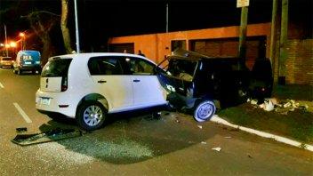 Chocó contra un auto que había quedado varado por problemas mecánicos