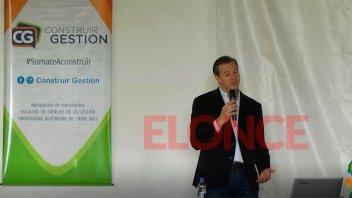 Bahl brindó una conferencia a más de 300 estudiantes universitarios