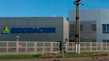 Golpe comando a una fábrica: Tomaron rehenes y robaron camión con fertilizantes