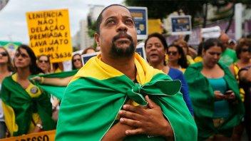 Presidenciables brasileños utilizaron las redes para convencer a los indecisos