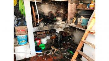 Dejó las cenizas del asado encendidas y provocó un incendio