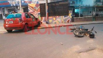 Chocaron un remís y una moto en el centro de Paraná: Un hombre fue hospitalizado