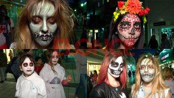 Paraná se transforma por la FDD: Sorprendieron los zombis en la Peatonal