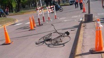 Video: Ciclista de 75 años murió tras chocar con un camión en una avenida