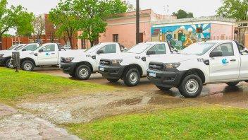 El gobernador entregó 10 camionetas para Vialidad