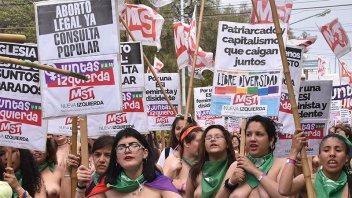 Encuentro Nacional de Mujeres: Masiva movilización en Chubut