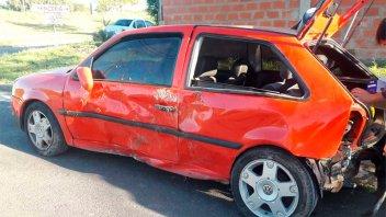 Cuatro jóvenes regresaban del boliche y terminaron con el auto en un desagüe