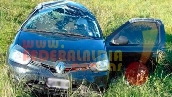 Jóvenes estudiantes viajaban en un auto que volcó al esquivar un zorro