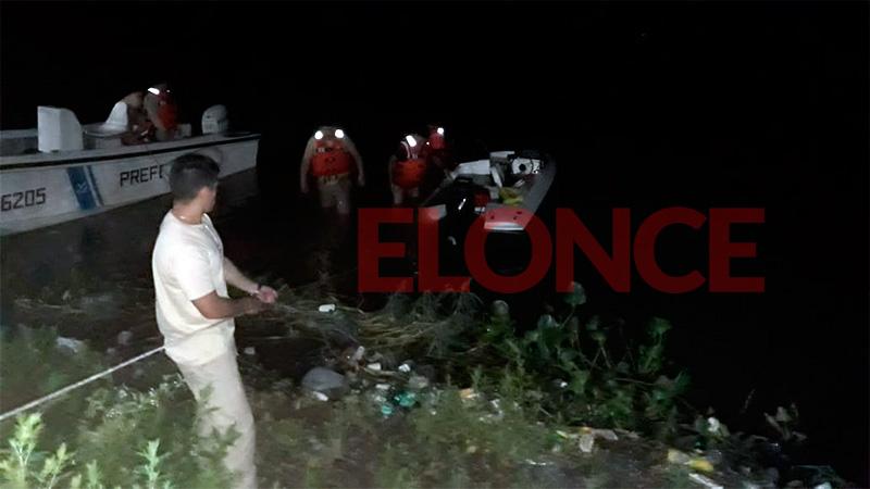Dramático rescate de cuatro náufragos frente al Club de Pescadores de Paraná