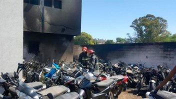 Un asado en una comisaría terminó con 77 motos quemadas