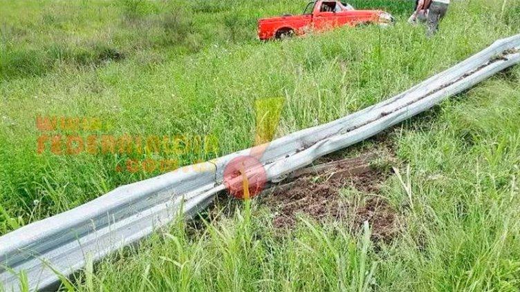 Religiosa sufrió graves heridas al volcar la camioneta F100 que conducía