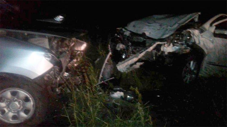 Tres heridos a raíz de un choque frontal entre un auto y una camioneta