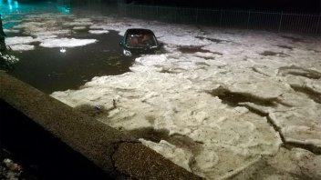Ríos de hielo tras una fuerte granizada en Roma: Las inusuales imágenes