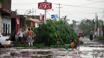 Huracán Willa deja sólo daños materiales en México y se dispersa en la montaña