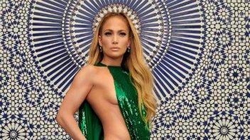 Jennifer López y su increíble abdomen: la actriz se lució en bikini