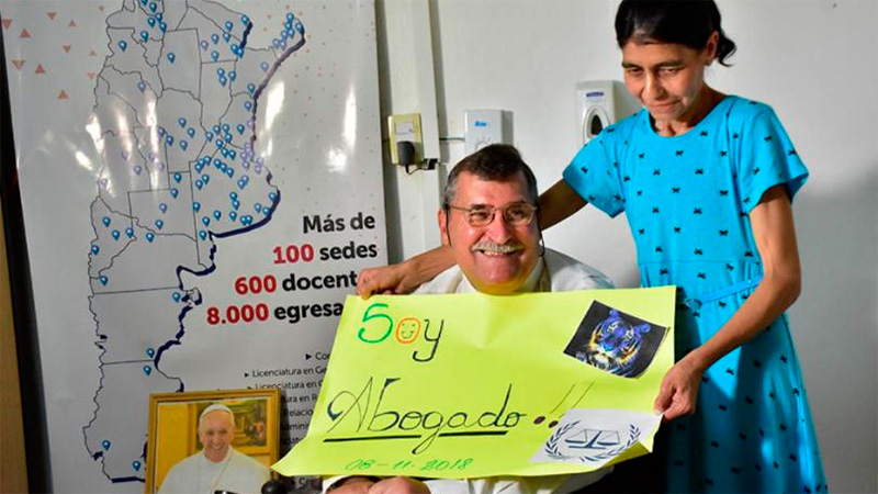 Miguel Ángel Morales feliz junto a su esposa, Catalina